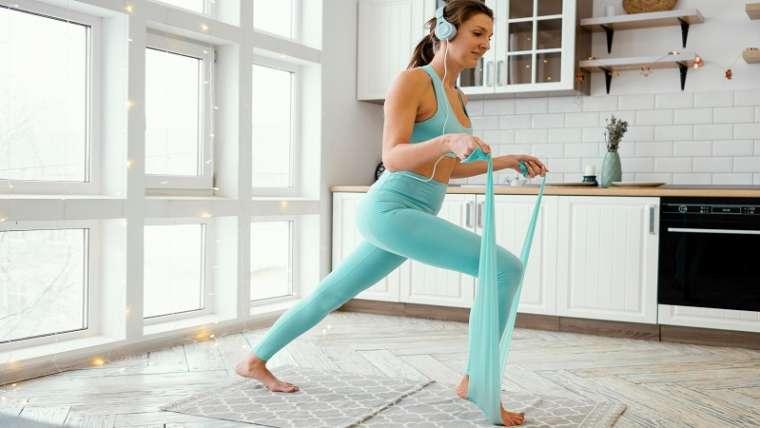 Exercitii cu banda elastica – beneficii si recomandari